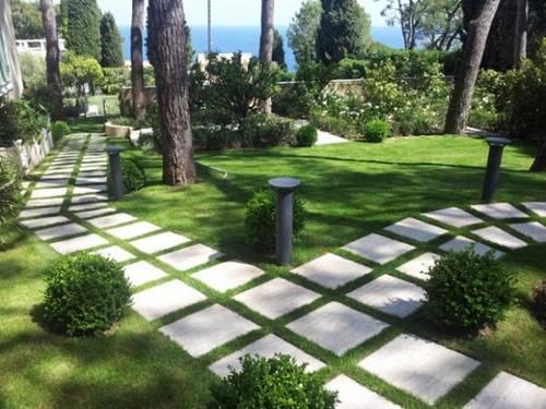 Có nên lát đá kín sân vườn?