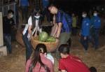 """Hà Nội: Trắng đêm vận chuyển 60 tấn """"dưa hấu miền Trung"""""""