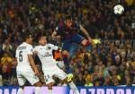 Barca tiễn PSG rời giải bằng cú đúp tuyệt phẩm