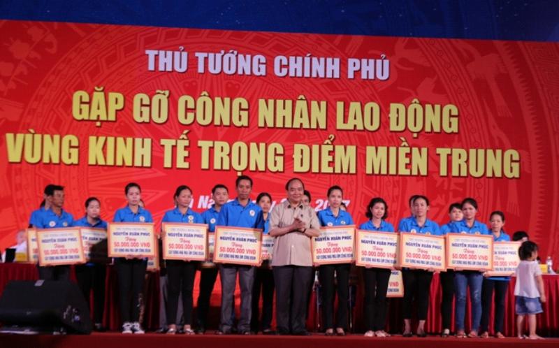 """Điểm tin 23/4: Tặng 30 ngôi nhà """"Mái ấm Công đoàn"""" cho công nhân Vùng kinh tế trọng điểm phía Nam"""
