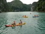 Cho phép dịch vụ chèo thuyền kayak hoạt động trở lại trên vịnh Hạ Long