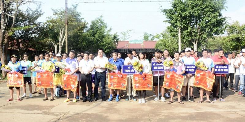 Giao hữu thể thao giữa các Sở Xây dựng miền Đông và miền Tây Nam Bộ