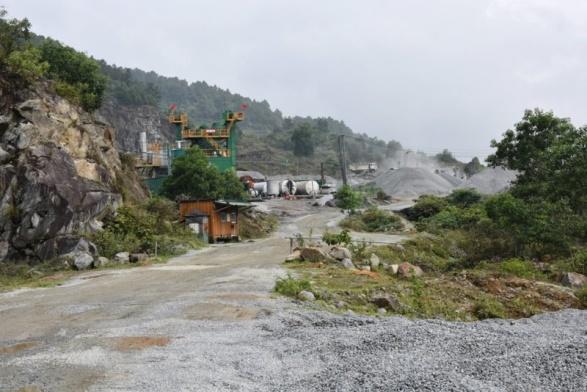 """Hà Tĩnh: Cty HAINDECO """"bất chấp"""" lệnh cấm vẫn """"ngang nhiên"""" khai thác ở mỏ đá đã hết hạn"""