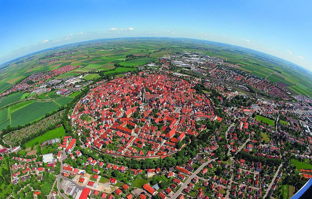 Thị trấn có 72.000 tấn đá chứa kim cương ở Đức
