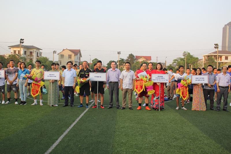 Khai mạc giải bóng đá nam truyền thống ngành Xây dựng Hà Tĩnh năm 2019