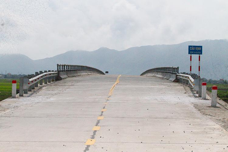 Cầu và đường gần 80 tỷ đồng xuất hiện vết nứt sau vài tháng bàn giao