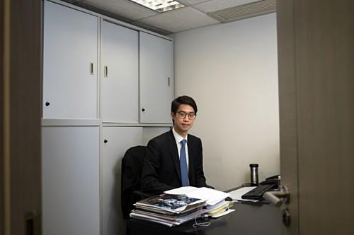 Con trai trùm địa ốc Hong Kong phải tiết kiệm tiền mua nhà