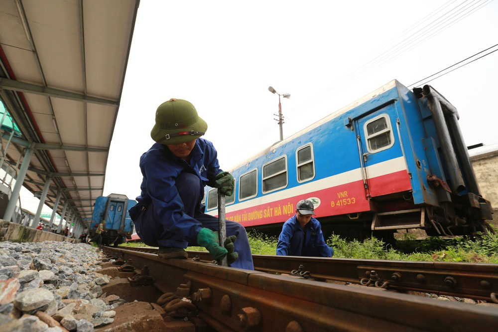 Nhiều giải pháp tháo gỡ khó khăn cho vận tải đường sắt