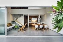 Nhà 3 tầng ấm cúng nhờ kết hợp nội thất bằng gỗ