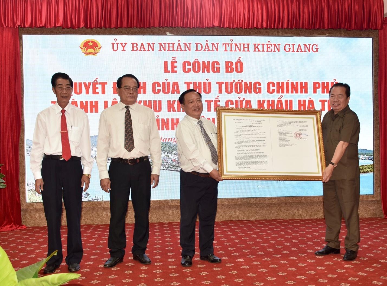 Kiên Giang: Công bố Quyết định của Thủ tướng Chính phủ thành lập Khu kinh tế cửa khẩu Hà Tiên