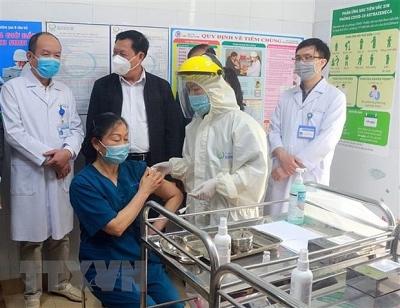 8 tỉnh, thành phố đã hoàn thành đợt 1 tiêm vaccine phòng COVID-19