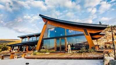 Dành 14 năm xây biệt thự đẹp như mơ từ vật liệu tái chế