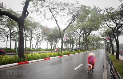 Hà Nội mưa phùn và sương mù về sáng, nhiệt độ tăng lên 20-26 độ C