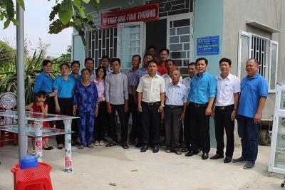 Công đoàn Viên chức Bình Thuận bàn giao nhà tình thương cho đoàn viên