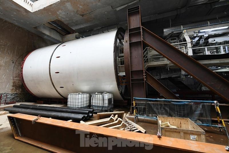 Cận cảnh rô-bốt đào hầm metro vận hành trong lòng đất
