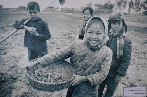 73 Bức Ảnh Triển Lãm 'Trẻ Em Thời Chiến' Đã Phản Ánh Chân Thực Và Sinh Động  Cuộc Sống Của Trẻ Em Miền Bắc Việt Nam Trong Suốt Thời Chiến Tranh Chống ...