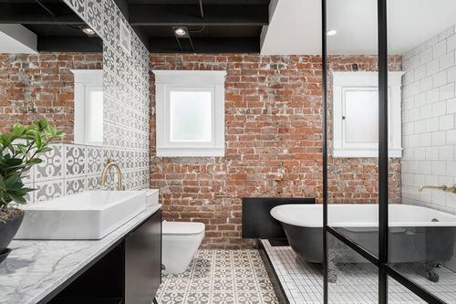 192057baoxaydung image005 Cùng nhìn qua những bức tường gạch tuyệt đẹp cho phòng tắm