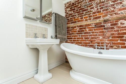 192058baoxaydung image016 Cùng nhìn qua những bức tường gạch tuyệt đẹp cho phòng tắm