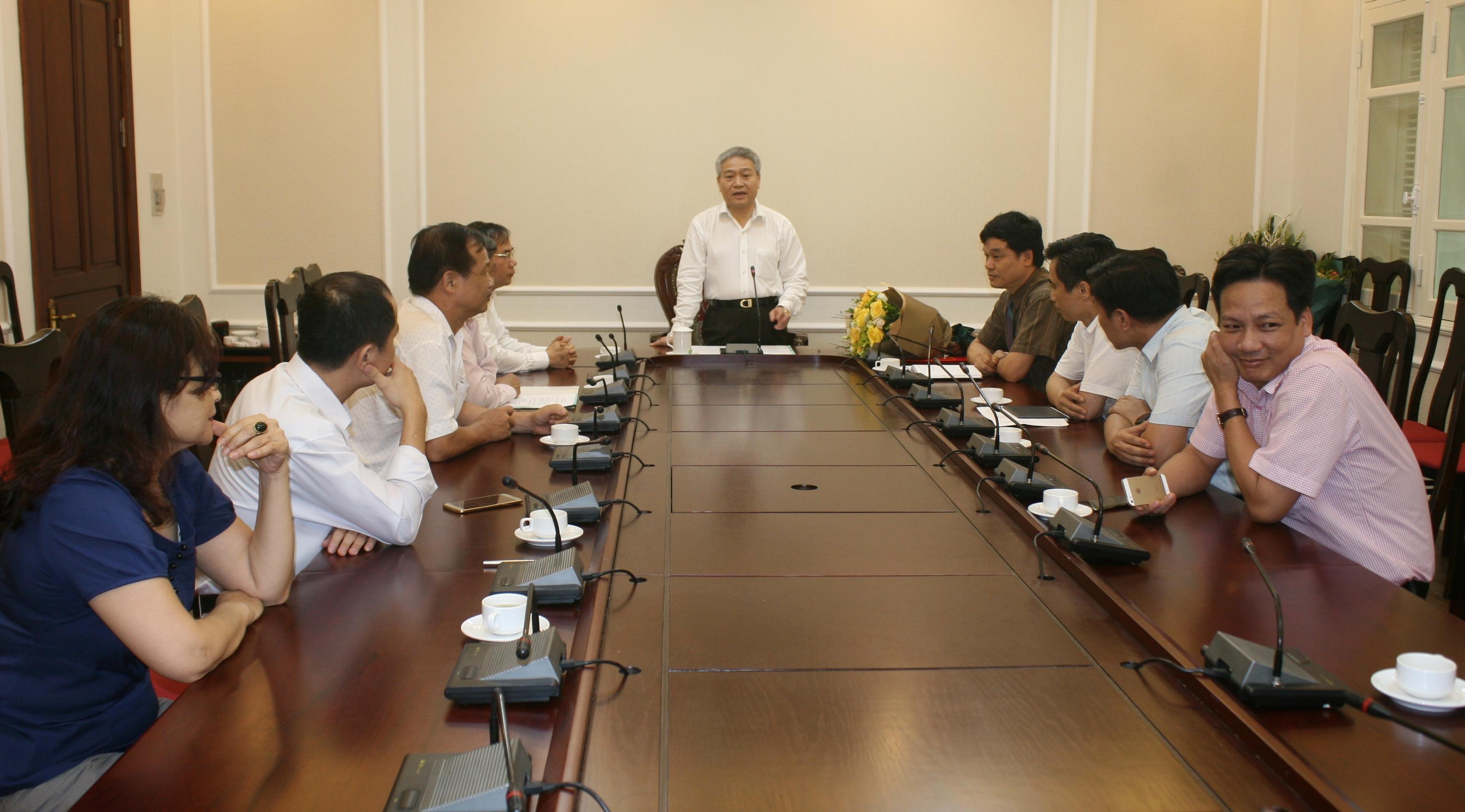 Thứ trưởng Bộ Xây dựng Bùi Phạm Khánh phát biểu và chỉ đạo tại lễ bổ nhiệm cho tân Vụ trưởng Vụ Vật liệu xây dựng.
