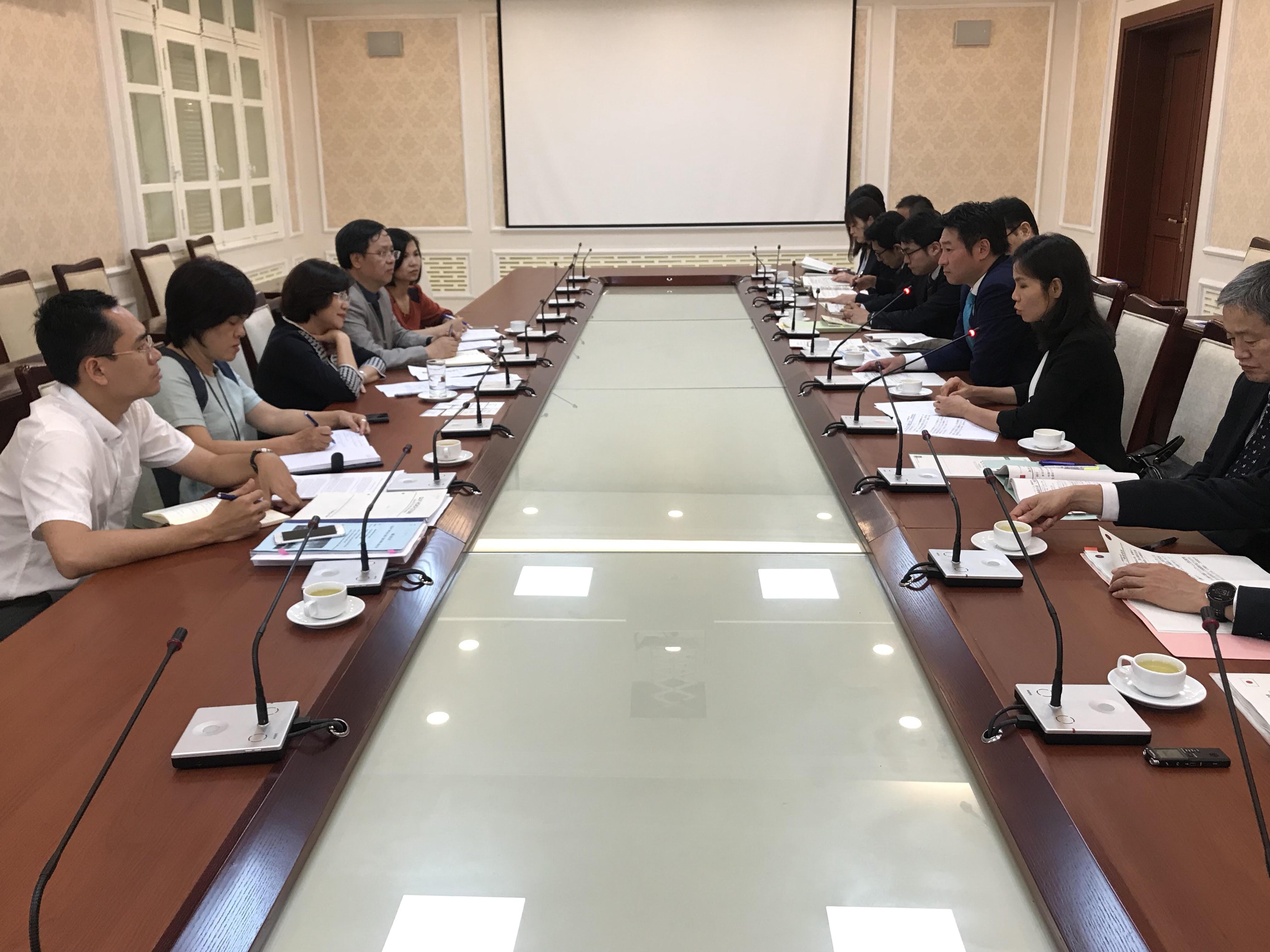 Thứ trưởng Phan Thị Mỹ Linh tiếp thứ trưởng Bộ Đất đai Hạ tầng Giao thông và Du lịch Nhật Bản Tsukasa Akimoto