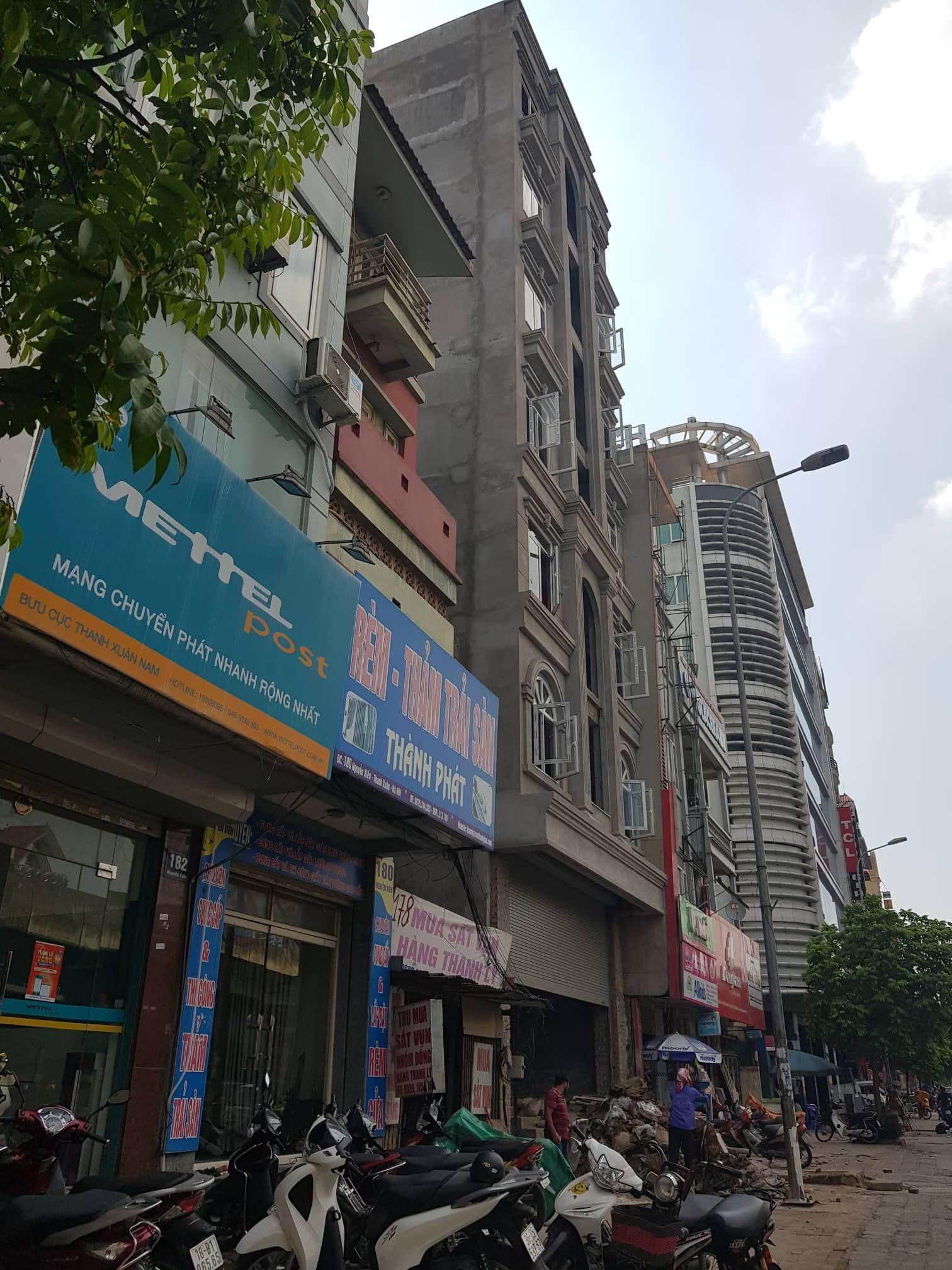 """Hà Nội:  """"Điểm mặt"""" hàng loạt vi phạm về trật tự xây dựng tại quận Thanh Xuân"""