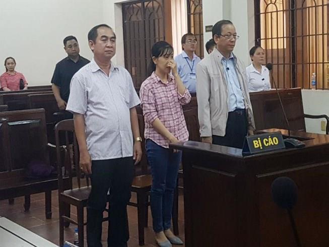 Tư túi tiền khen thưởng, cựu trưởng ban tổ chức thành ủy lĩnh án tù