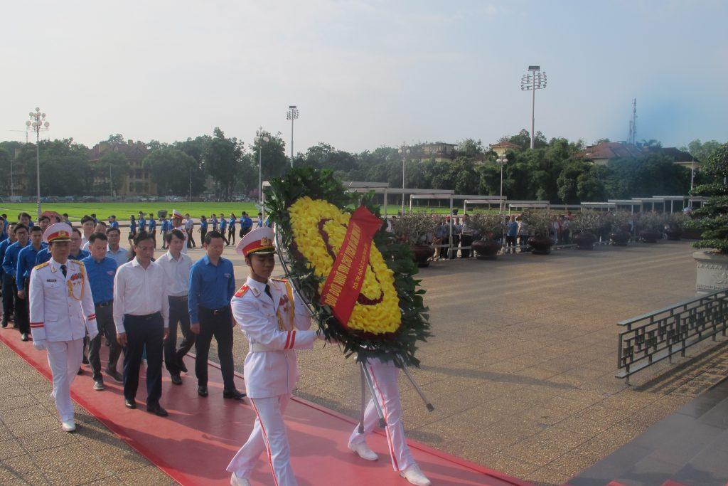 Tuổi trẻ Đoàn Khối các cơ quan Trung ương viếng Lăng Chủ tịch Hồ Chí Minh