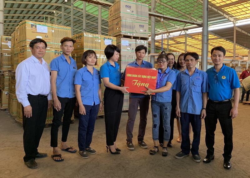 Công đoàn Xây dựng Việt Nam thăm hỏi công nhân lao động trực tiếp trong Tháng Công nhân 2019