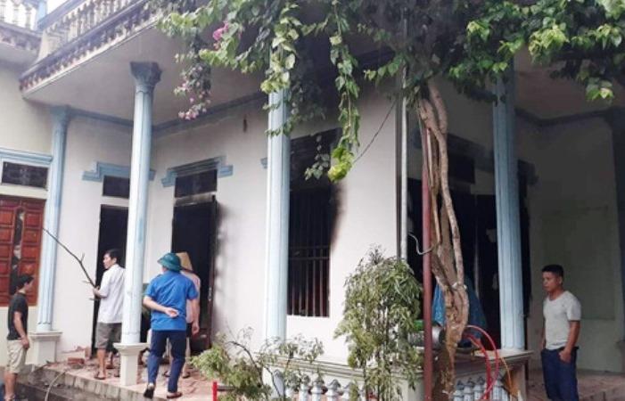 Thanh Hóa: Nhà dân bốc cháy sau khi bị sét đánh