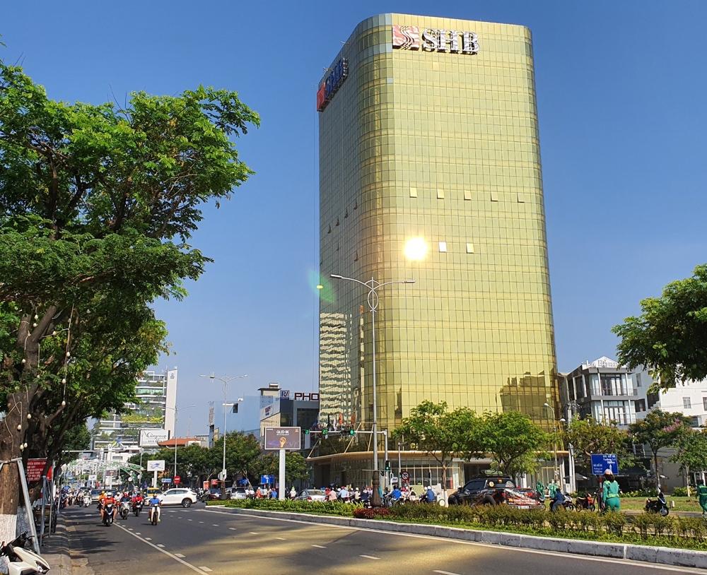 Đà Nẵng: Chủ đầu tư công trình ốp kính vàng phản quang làm sai phương án kiến trúc