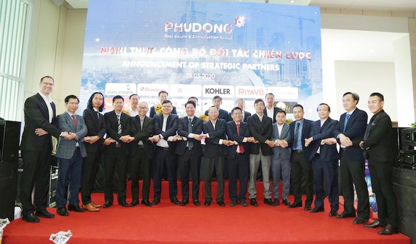 Phú Đông Group ký kết hợp tác chiến lược với 15 doanh nghiệp cung cấp thiết bị cho dự án