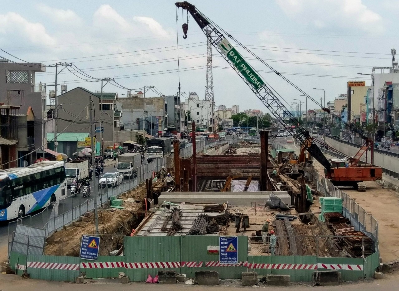 TPHCM: Điểm mặt các dự án thi công chậm tiến độ làm khổ dân