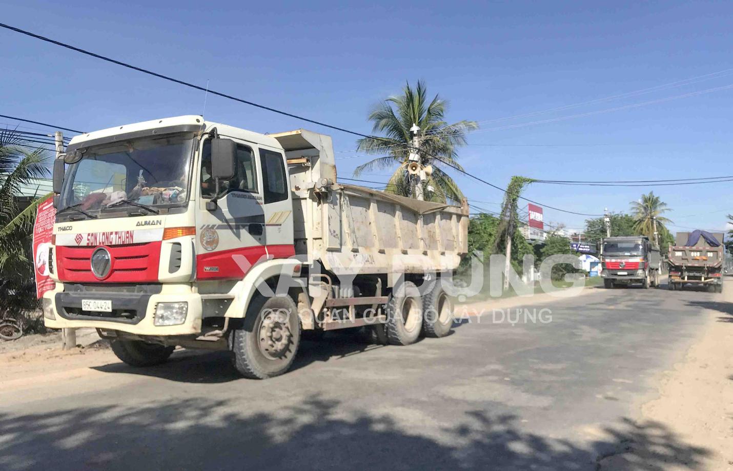 """Ninh Thuận: Làm sao giải quyết dứt điểm tình trạng xe bồn, xe chở vật liệu xây dựng đang """"tung hoành""""?"""