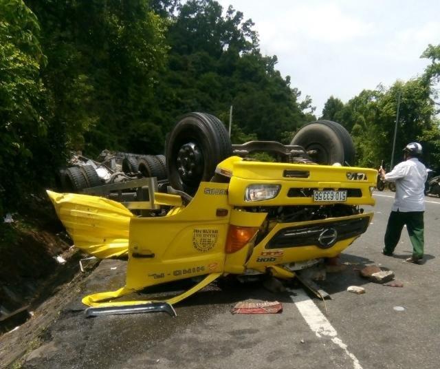 Tai nạn trên đèo Cù Mông làm 2 người tử vong