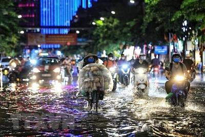 Cả nước nắng nóng, chiều tối có mưa dông kèm thời tiết nguy hiểm