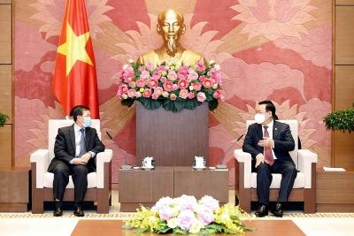 Chủ tịch Quốc hội Vương Đình Huệ tiếp Đại sứ Lào và Trung Quốc