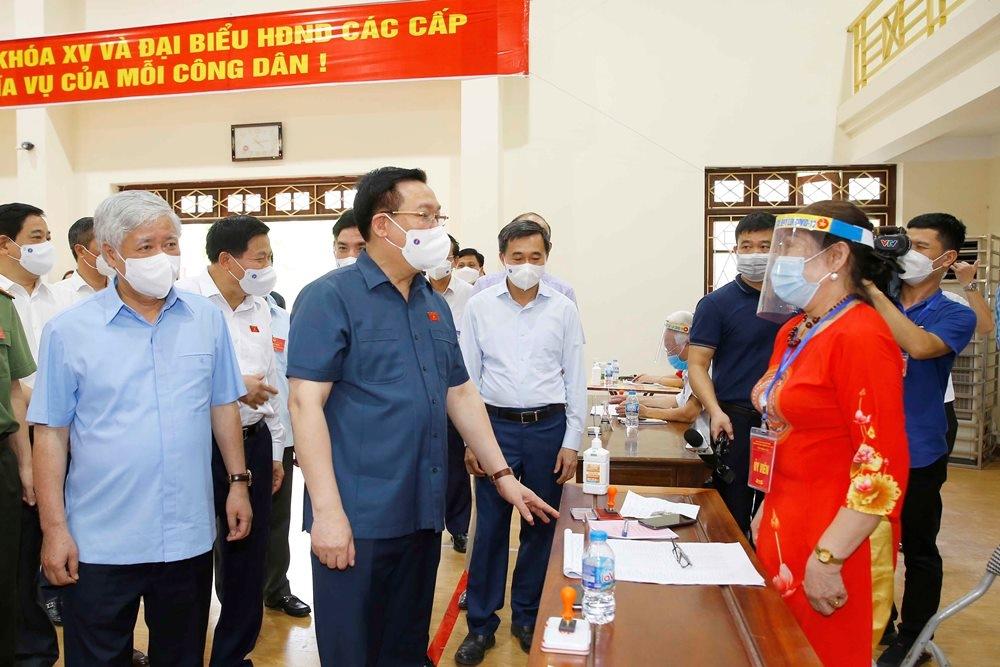 Chủ tịch Quốc hội kiểm tra, chỉ đạo bầu cử tại tâm dịch Bắc Ninh và Bắc Giang