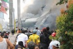 Hiện trường máy bay đâm trúng khu dân cư, ít nhất 38 người chết