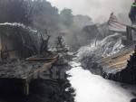 Hà Nội: Cháy xưởng nhựa làng nghề Triều Khúc, khói vẫn bốc đen kịt