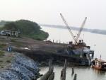 Công ty CP gạch Đại Hoàng xây dựng cầu cảng trái phép?