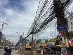 Hà Nội: Nguy hiểm từ dây điện, cáp viễn thông chằng chịt trên Dự án đường Vành đai 2