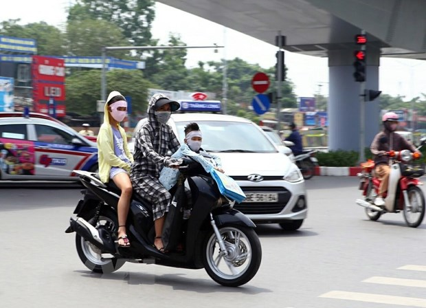 Hà Nội: Nhiều người nhập viện điều trị tổn thương da do năng nóng