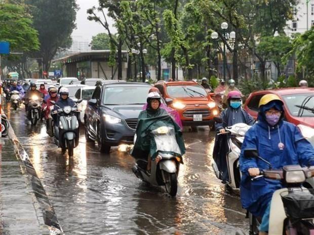Bắc Bộ mưa dông, Trung Bộ nắng nóng kéo dài nhiều ngày