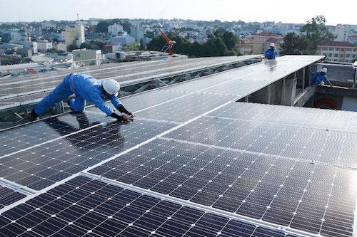 Đề xuất giữ giá điện mặt trời áp mái hơn 2.150 đồng một kWh đến hết 2021