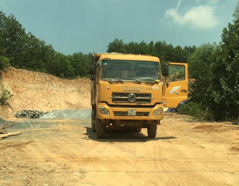 """Như Thanh (Thanh Hóa): Công ty Cổ phần Đông Bắc dùng đất """"lậu"""" để làm đường giao thông"""