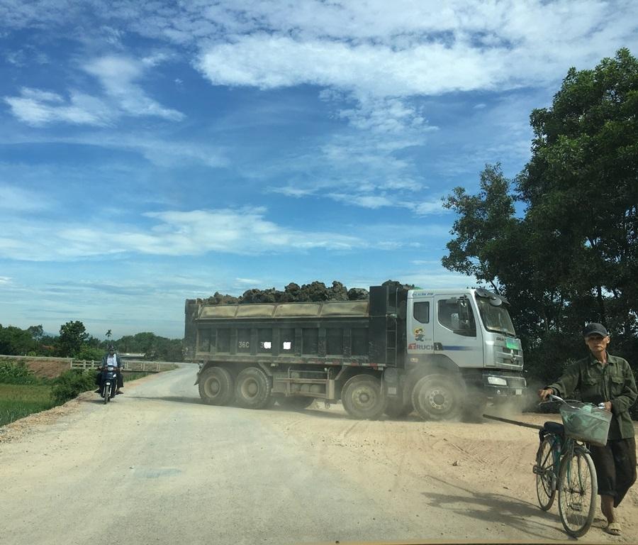 Thọ Xuân (Thanh Hóa): Đê sông Chu bị hỏng nghiêm trọng do xe quá tải lưu thông