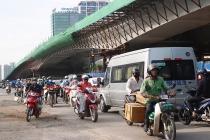 """Hà Nội:Xuất hiện """"điểm đen"""" ùn tắc tại đường Nguyễn Văn Huyên trong những ngày nắng nóng"""