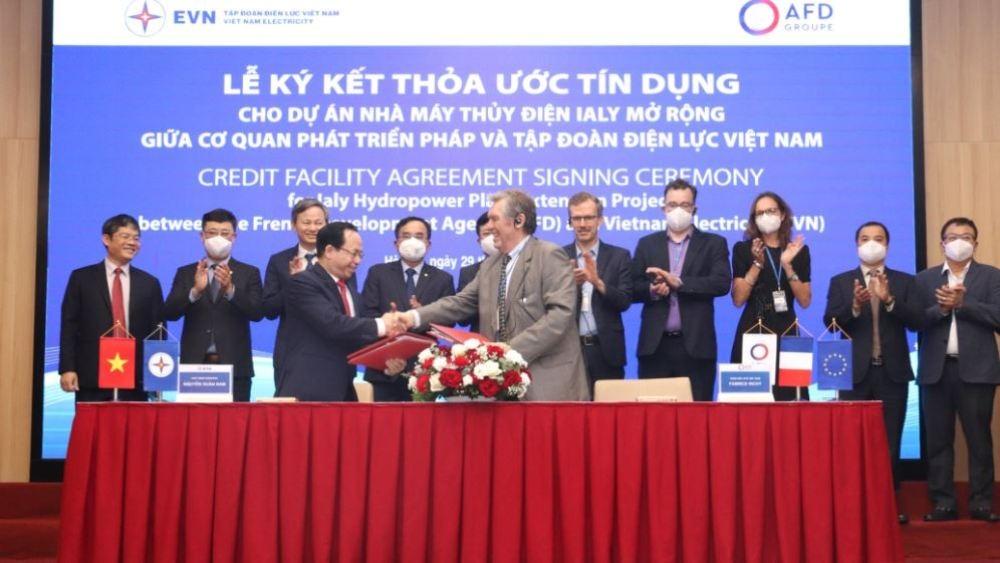 Ký kết thỏa thuận tín dụng cho Dự án Nhà máy thủy điện Ialy mở rộng