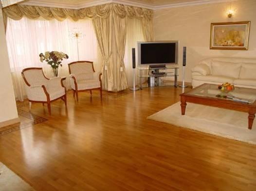sàn gỗ công nghiệp janmi sang trọng trong phòng khách