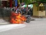 Xe máy Exciter đang lưu thông bỗng nhiên bốc cháy